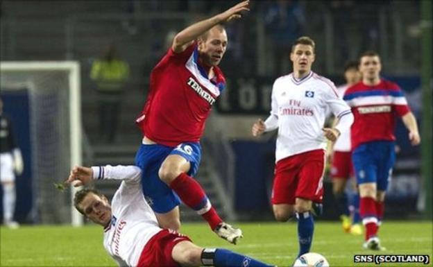 Steven Whittaker in action against Hamburg