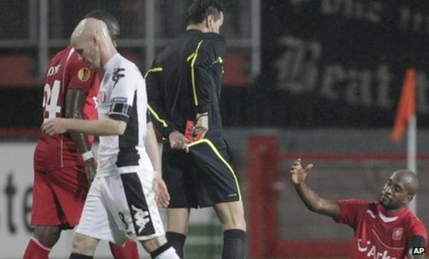 Fulham striker Andrew Johnson is sent off against FC Twente