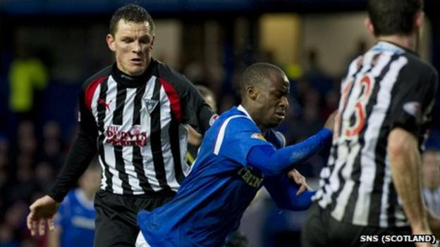 Sone Aluko (centre) was awarded a penalty in the 2-1 win over Dunfermline