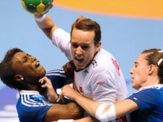 Kristine Lunde-Borgersen on the attack in the final against France