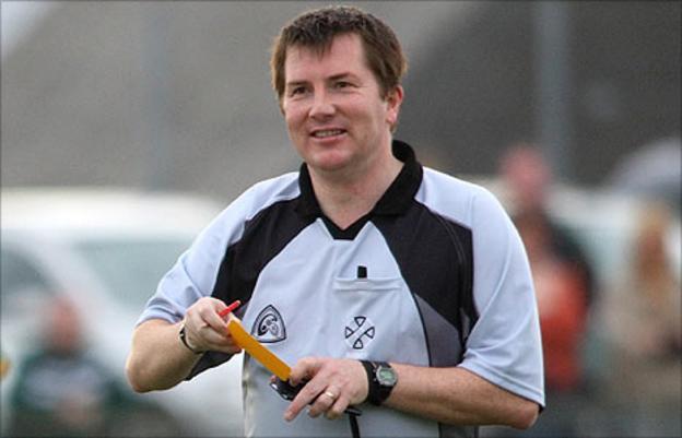 Referee Ray Matthews