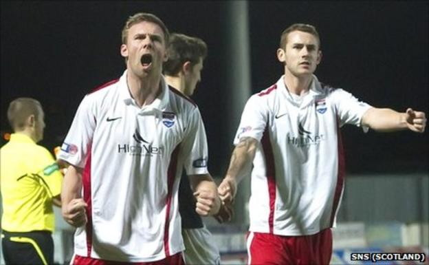 Colin McMenamin (left) celebrates his late equaliser for County