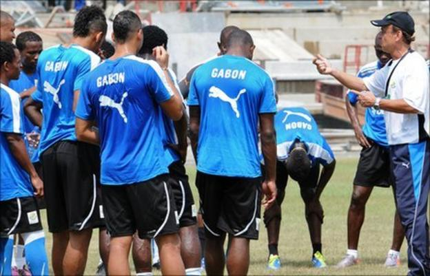 Gernot Rohr (right) instructs the Gabonese squad
