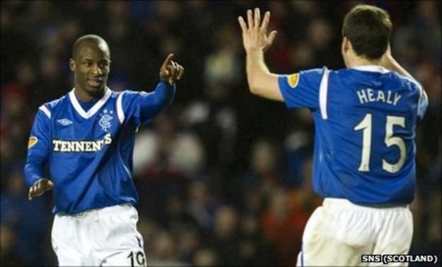 Sone Aluko and David Healy celebrate