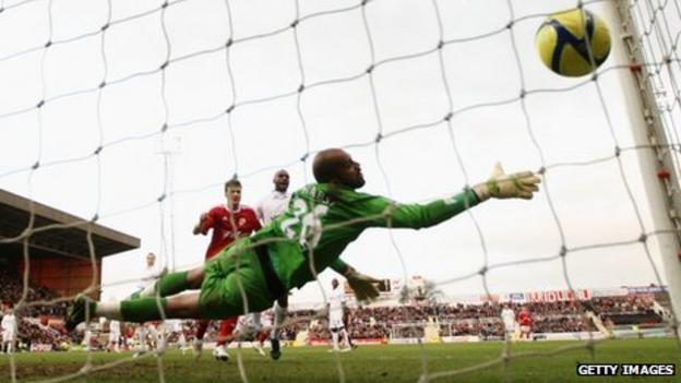 Ali_Al_Habsi is unable to save a header from Alan Connell