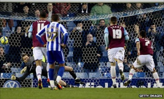 Nicky Weaver saves from Sam Baldock