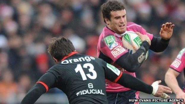 Jamie Roberts takes on Toulouse in 2009