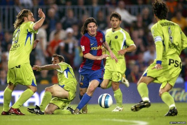 Messi scores a memorable goal against Getafe in 2007