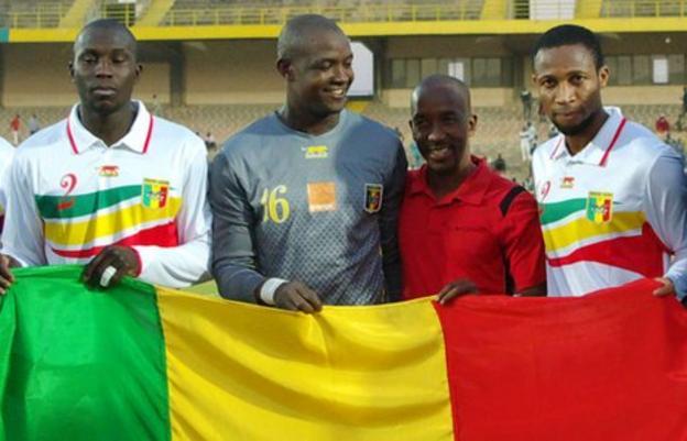 Seydou Keita (far right) with the Mali flag