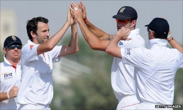 Graham Onions celebrates with his teammates after he dismissed Muhammad Ayub