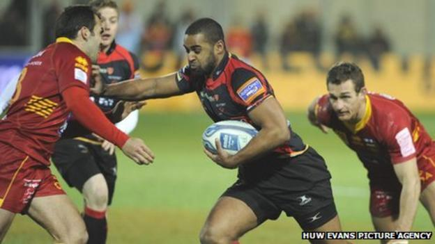 Dragons wing Aled Brew finds space in the Perpignan defence