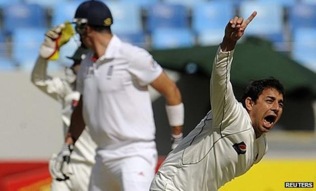 Saeed Ajmal takes Kevin Pietersen's wicket