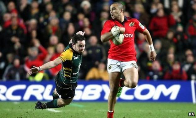 Simon Zebo, here outpacing Ryan Lamb, scored a superb try for Munster