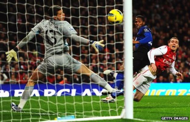 Antonio Valencia heads United in front