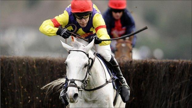 Tom Scudamore rides Grands Crus