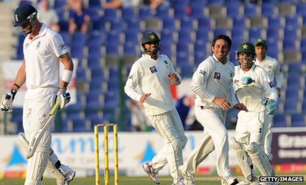 Kevin Pietersen walks off as Pakistan celebrate