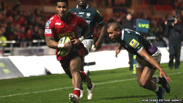 Vili Iongi crosses for his first try for the Scarlets