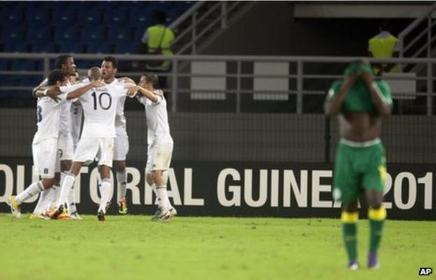 Libya's players celebrate Ihab Albusaifi's goal as Senegal's Issiar Dia reacts