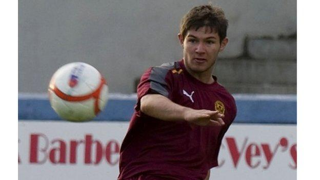 Howarth joined Motherwell from Clyde