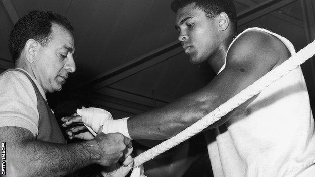 Angelo Dundee (left) and Muhammad Ali