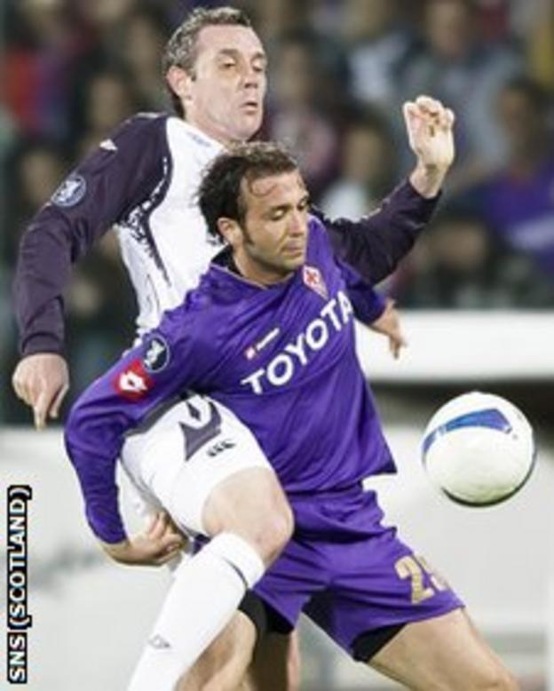David Weir (left) stays close to Fiorentina's Giampaolo Pazzini