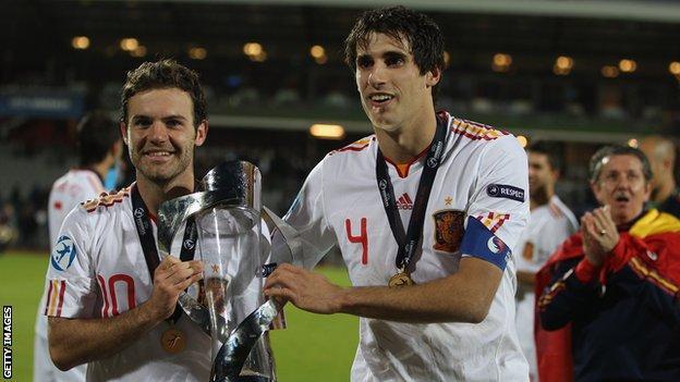 Spain's Juan Mata and Javi Martinez