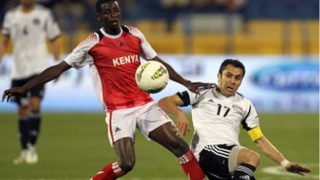Ahmed Hassan, right, challenges Kenya's Raphael Mungai Kiongera