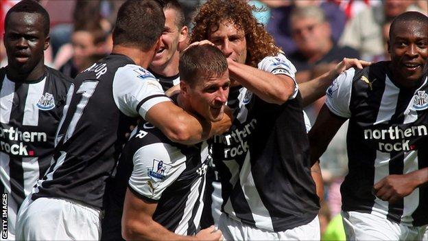 Ryan Taylor mobbed by Newcastle team-mates