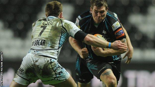 Ospreys hooker Richard Hibbard takes on Glasgow's Chris Fusaro