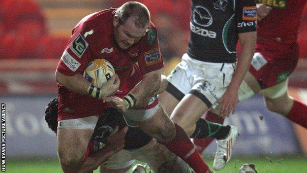 Phil John scores the Scarlets' fifth try