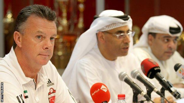 David O'Leary with team director Ahmed Hamad and Hamid Obaidullah, deputy chairman of the club, in August 2010.