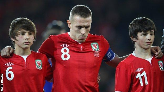 Edward and Thomas Speed with Wales striker Craig Bellamy ahead of the Gary Speed Memorial International Match between Wales and Costa Rica