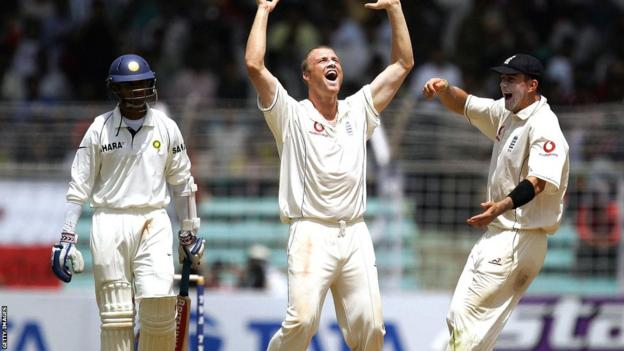 Andrew Flintoff (centre) and Kevin Pietersen (right) celebrate the dismissal of Rahul Dravid (left) in Mumbai