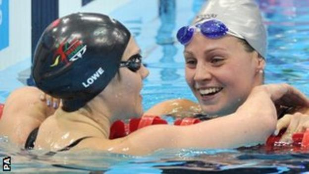 Ellen Gandy (right) after winning gold in the 200m butterfly with Jemma Lowe