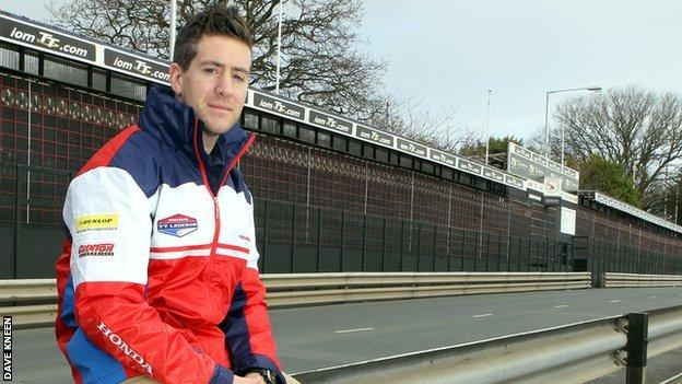 Simon Andrews - Photo - Dave Kneen