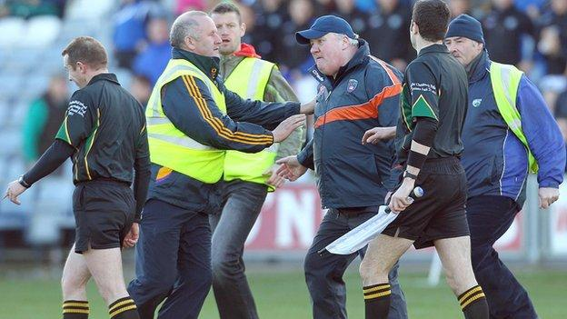 Paul Grimley approaches referee Michael Duffy in Portlaoise