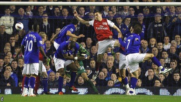 Thomas Vermaelen scores for Arsenal at Everton