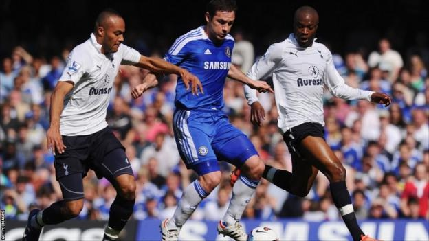 Frank Lampard of Chelsea is closed down by Younes Kaboul (left) and William Gallas of Tottenham Hotspur