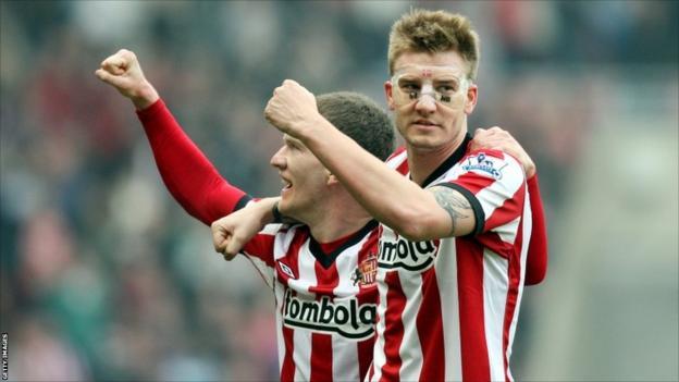 Sunderlands Nicklas Bendtner (right) celebrates his goal with Craig Gardner