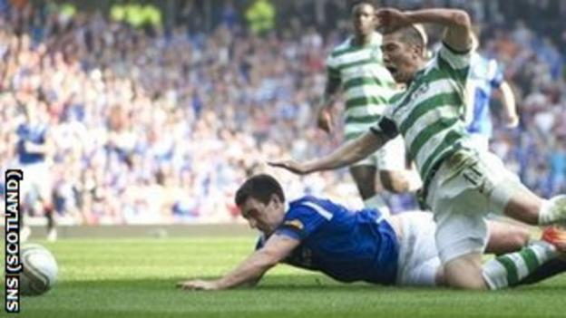 Cha Du-Ri challenges Lee Wallace and is sent off