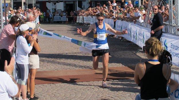 Jethro Lennox wins Jersey Marathon 2011