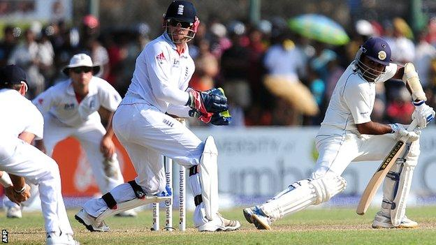 James Anderson catches Mahela Jayawardene for five in the second innings