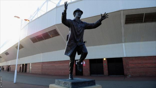 The statue of Bob Stokoe, the manager who took Sunderland to FA Cup victory in 1973, looks on before the FA Cup sixth-round replay between Sunderland and Everton at the Stadium of Light