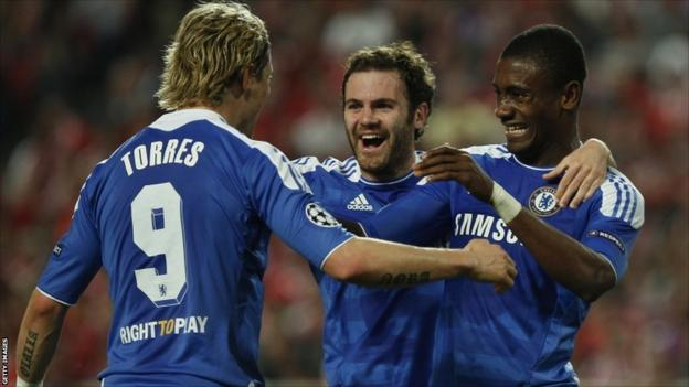 Chelsea forward Salomon Kalou (right) celebrates his goal with his team-mates Fernando Torres (left) and Juan Mata (centre)