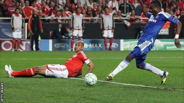Ivory Coast's Salomon Kalou scores for Chelsea against Benfica