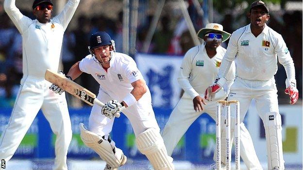 Jonathan Trott's battling innings kept England's bid for a record chase alive