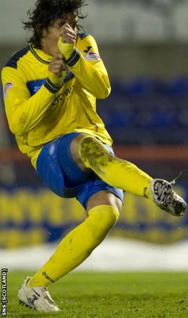 Sandaza scored his 18th goal of the season for St Johnstone