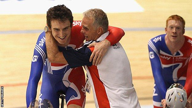 Geraint Thomas and Shane Sutton celebrate