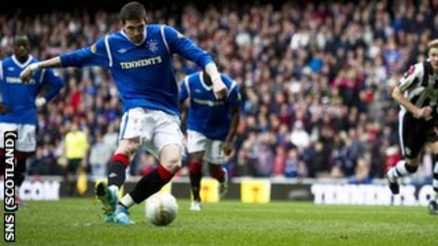 Kyle Lafferty scores a penalty for Rangers against St Mirren