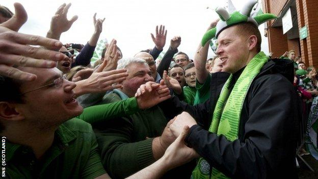 Lennon greets the club's delighted fans on his return to Celtic Park